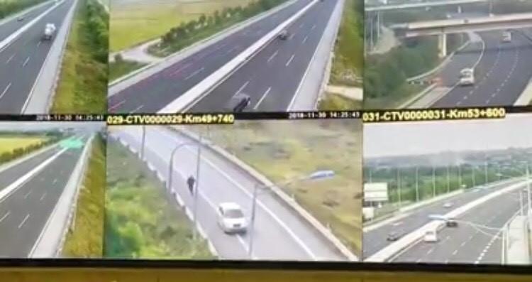 Lái xe container giật mình bẻ lái tránh xe ô tô đi lùi trên cao tốc Hà Nội-Hải Phòng - 1