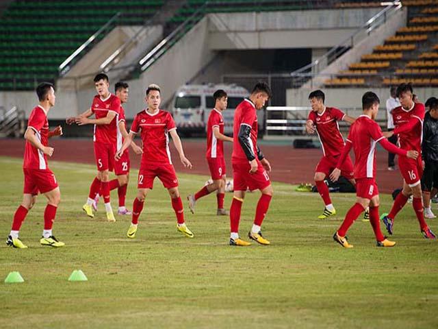 """ĐT Việt Nam luyện công bán kết AFF Cup: """"Tổng duyệt"""" đấu Philippines"""