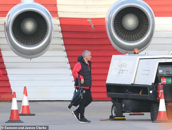 Mourinho nóng mắt so tài MU – Man City nối dài từ sân cỏ đến sân bay - 1