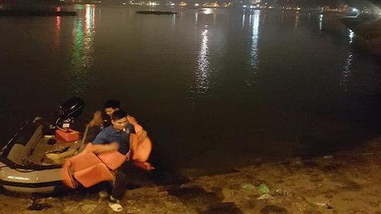 Nhóm nhân viên quán bia thách nhau bơi qua hồ, 1 người thiệt mạng - 1