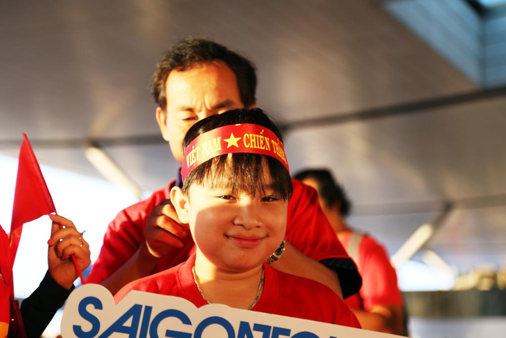 1543716759-57-dan-hot-girl-mang-bang-ron-sut-di-phuong-oi-dap-chuyen-co-sang-philippines-tiep-lua-dt-viet-nam-anh-5-1543716389-width1024height683.jpg