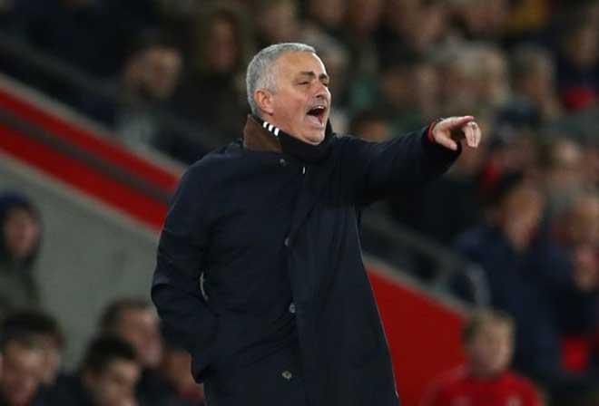 """MU lục đục: Mourinho gọi Pogba là """"con virus"""", trò cưng phàn nàn trên báo - 1"""