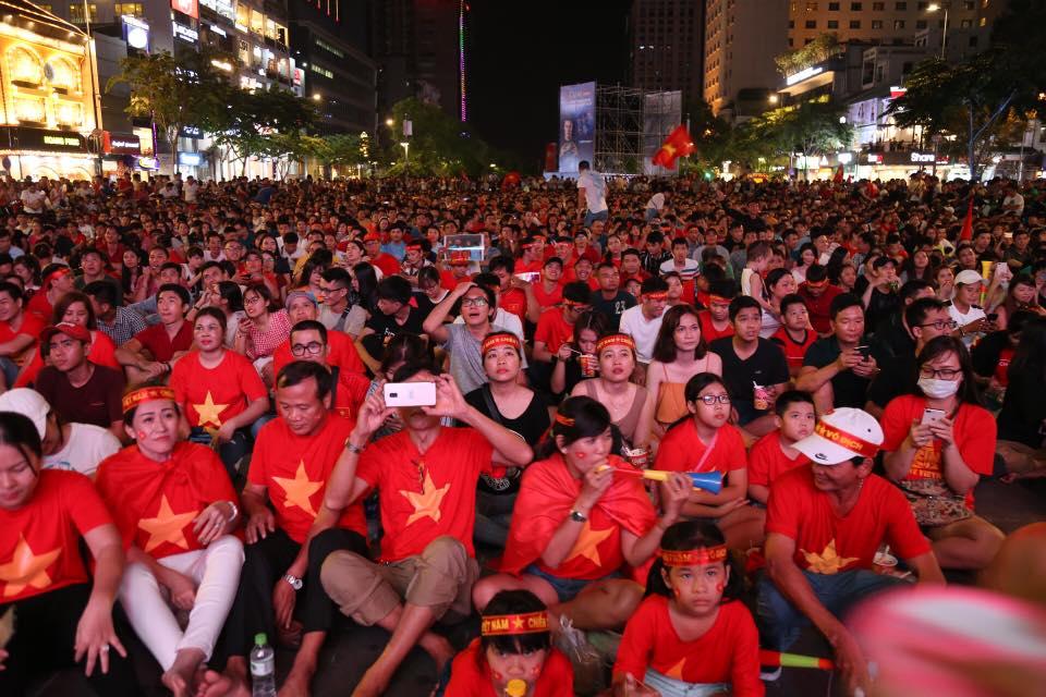 Khoảnh khắc triệu fan đau tim rồi bùng nổ, phấn khích trong trận Việt Nam-Philippines - 1