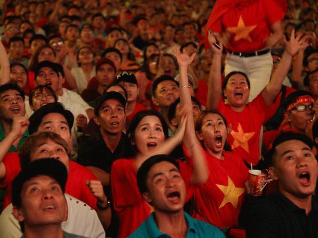 Khoảnh khắc triệu fan đau tim rồi bùng nổ, phấn khích trong trận Việt Nam-Philippines