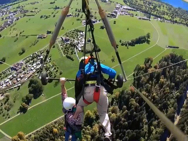 Người đàn ông suýt rơi tự do khi chơi dù lượn ở độ cao 1.200m