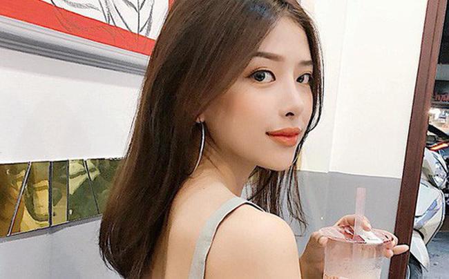 Ở ngoài đời, Khánh Vy gây ấn tượng không kém với gu mặc đa phong cách, lúc gợi cảm hút mắt, lúc tinh nghịch, năng động.