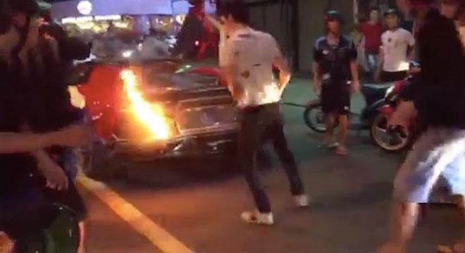 """Siêu xe Lamborghini nẹt pô """"đi bão"""", cháy ngùn ngụt ở Đà Nẵng - 1"""