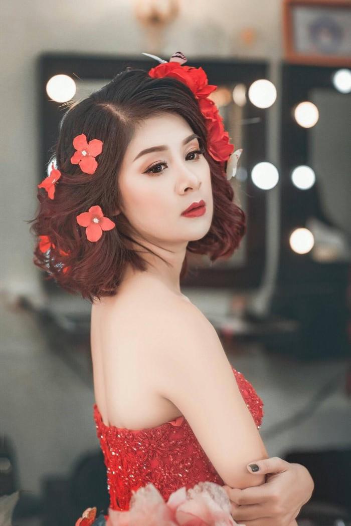 """Ngã ngửa thân thế """"cô bồ"""" được Quang Tèo dùng tay đo chân dài sexy - 1"""
