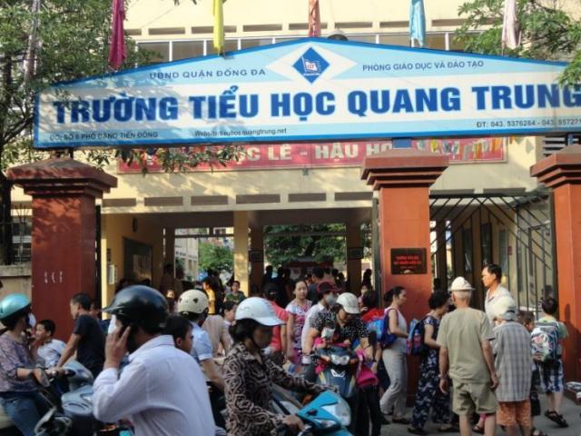 Bàng hoàng học sinh lớp 2 nghi bị cô giáo ép bạn tát 50 cái ở Hà Nội