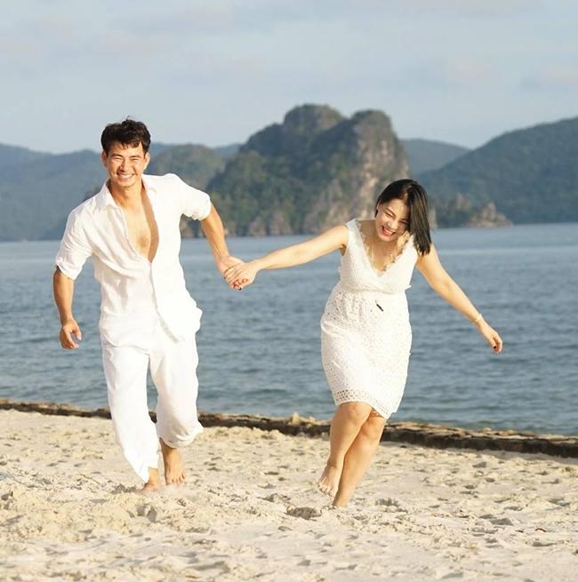 Hình ảnh lãng mạn, ngọt ngào của vợ chồng Xuân Bắc trong chuyến du lịch gần đây được Hồng Nhung chia sẻ trên trang cá nhân.