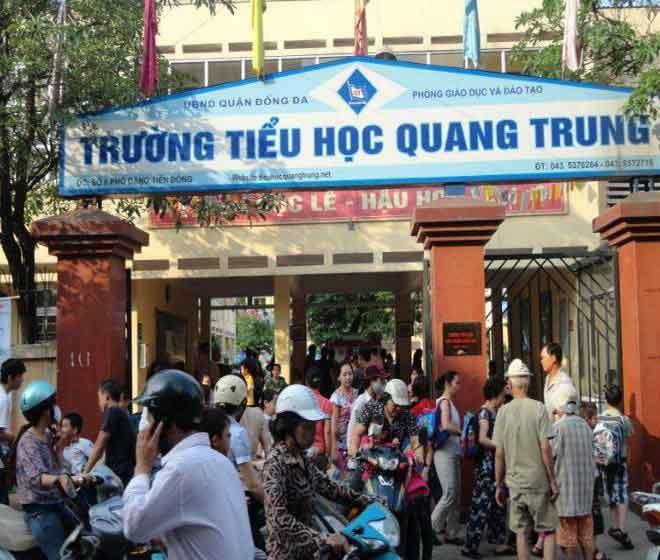 Bàng hoàng học sinh lớp 2 nghi bị cô giáo ép bạn tát 50 cái ở Hà Nội - 1