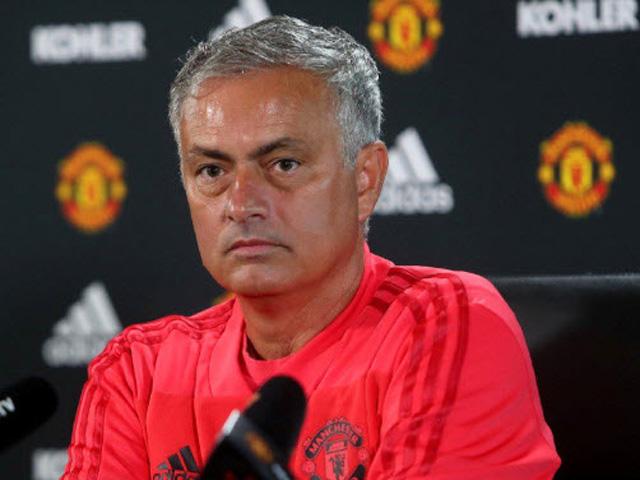 Họp báo MU - Arsenal: Mourinho nổi điên gây hấn cả phóng viên nhà