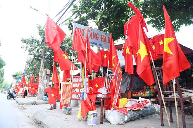 Phố phường Hà Nội ngập tràn cờ đỏ sao vàng trước trận Việt Nam - Philippines - 1