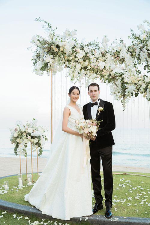 Hoa hậu Hoàn vũ Thái Lan chọn váy cưới của Đỗ Mạnh Cường - 1