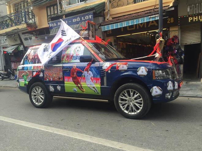 Fan cuồng đội phủ kín xế yêu bằng hình tuyển Việt Nam, mơ vô địch AFF Cup - 1