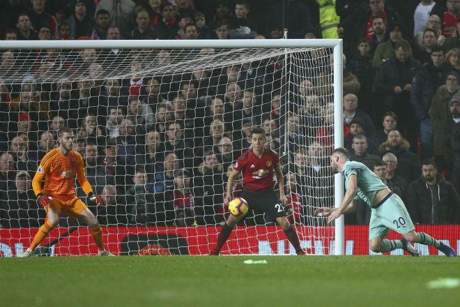 MU cạn dần kiên nhẫn với Mourinho: Thầy tồi liên lụy trò tốt - 1