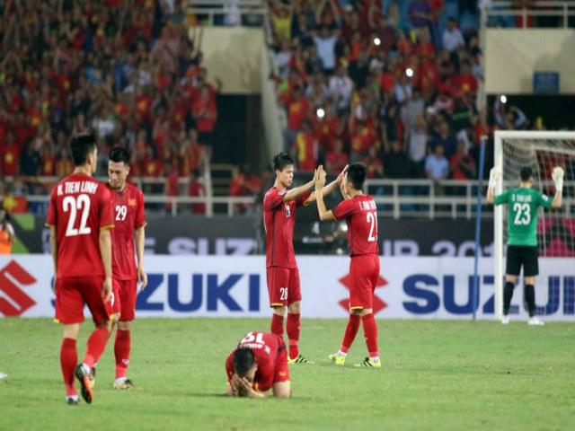 ĐT Việt Nam vào chung kết AFF Cup: Quang Hải đổ gục sau chiến thắng