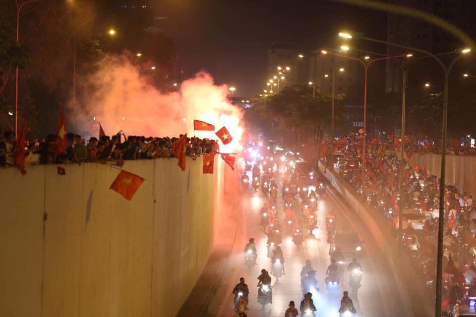 """Công an nói về đêm fan """"đi bão"""" mừng ĐT Việt Nam vào chung kết AFF Cup - 1"""