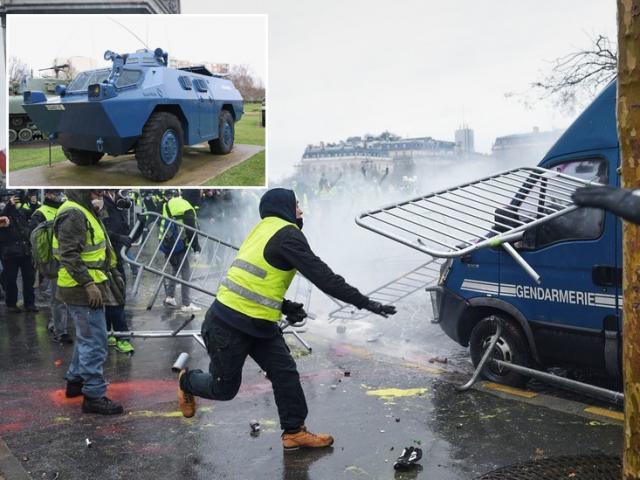 Sau bạo loạn ở Paris, Pháp điều xe bọc thép về thủ đô