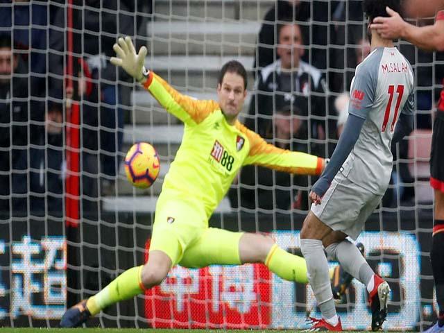 Tranh cãi Liverpool: Trọng tài mắc sai lầm, Salah hưởng lợi bùng nổ hat-trick