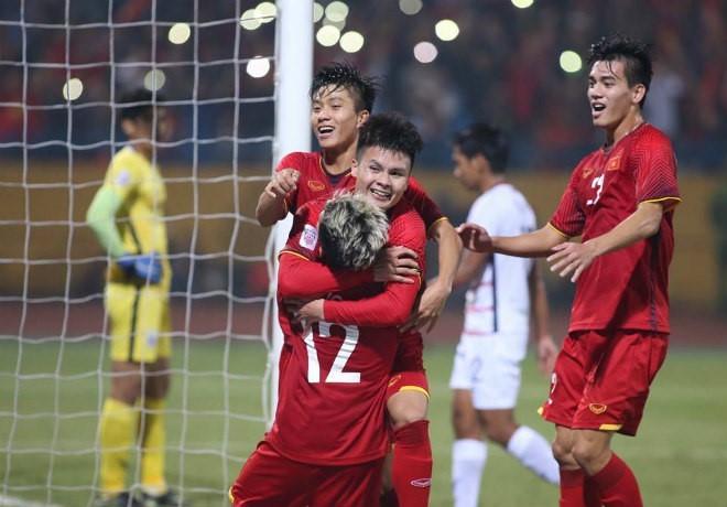 """Nóng trong tuần: Đội tuyển Việt Nam vào chung kết AFF Cup, CĐV """"đi bão"""" xuyên đêm - 1"""