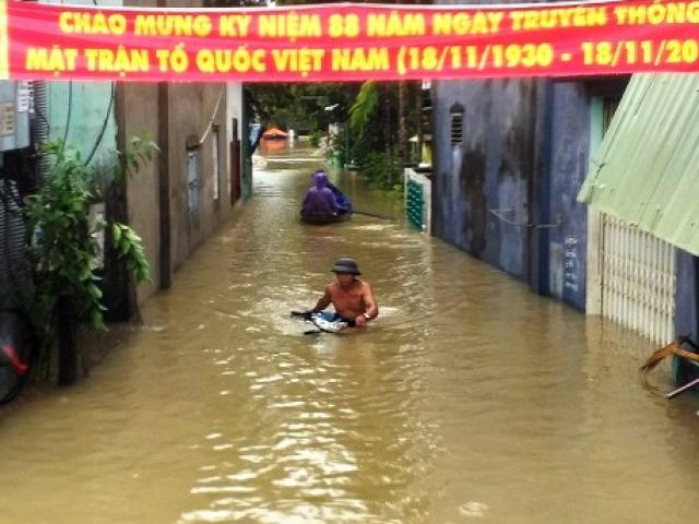 Quảng Nam: Lũ lên thần tốc, dân làm bè dã chiến thoát thân trong đêm