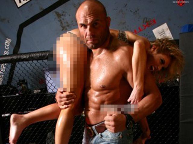 """Huyền thoại UFC có 2 vợ và vô số tình nhân: Vui quá đà lộ """"clip nóng"""""""