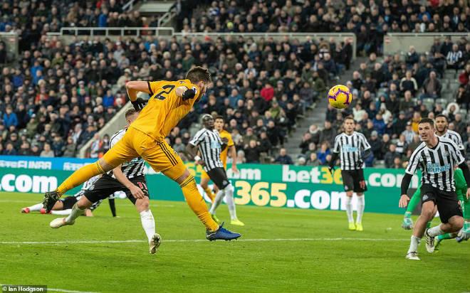 Newcastle - Wolverhampton: Thẻ đỏ bước ngoặt, phút bù giờ oan nghiệt - 1