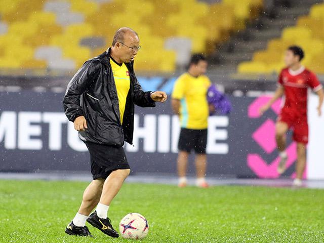 ĐT Việt Nam đấu Malaysia: Thầy Park ngẫu hứng đi bóng như Công Phượng