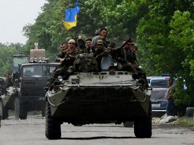 Nóng: Vũ khí, quân đội Ukraine ầm ầm đến Donbass, chuẩn bị tấn công