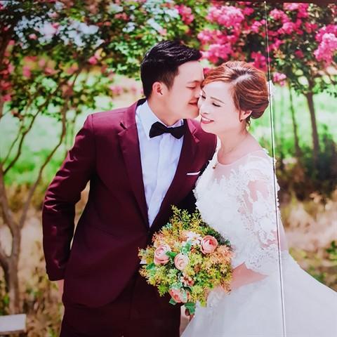 """Những đám cưới """"đũa lệch"""" gây bão mạng xã hội năm 2018 - 1"""