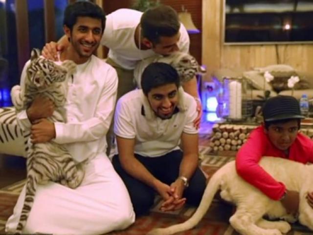 """Thiếu gia Dubai 16 tuổi hé lộ dinh thự """"khủng"""" có vườn thú riêng"""