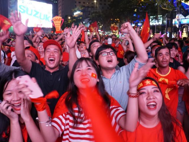Trận chung kết kết thúc với tỷ số hòa, CĐV ngậm ngùi chờ trận lượt về