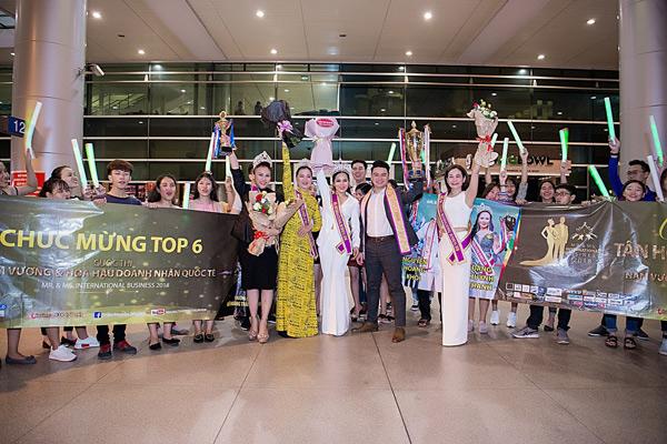 Tân Hoa hậu và Nam vương Doanh nhân Quốc tế 2018 được chào đón nồng nhiệt tại sân bay - 1