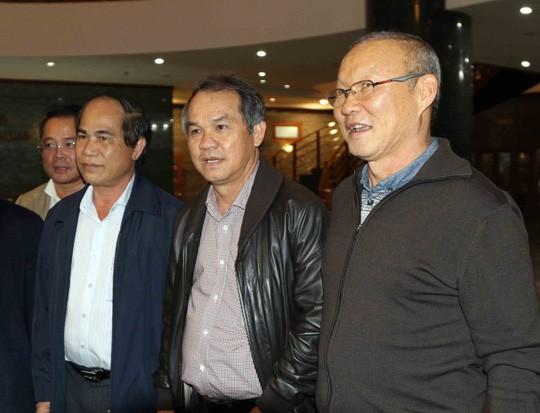 Tổng cục TDTT nêu lý do bầu Đức trả lương cho HLV Park Hang Seo - 1