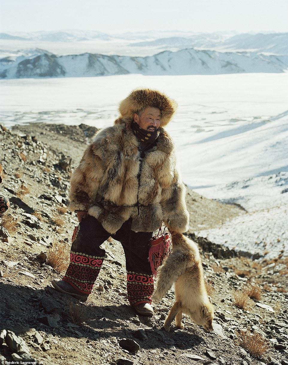 """Nhiếp ảnh gia dành """"cả tuổi thanh xuân"""" để ghi lại cuộc sống người Mông Cổ - 1"""
