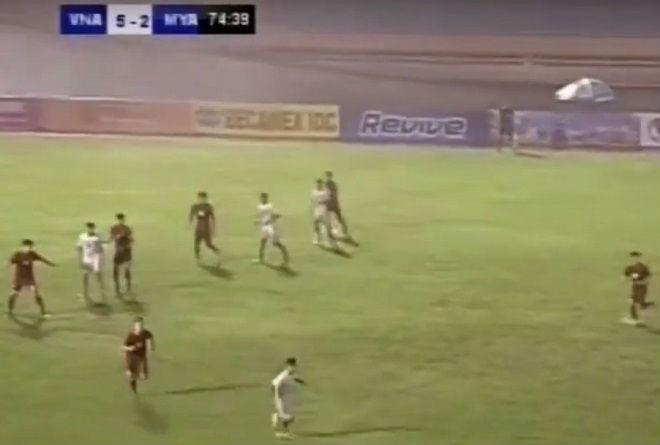 Tin HOT bóng đá tối 12/12: U21 Việt Nam ngược dòng thắng tưng bừng - 1