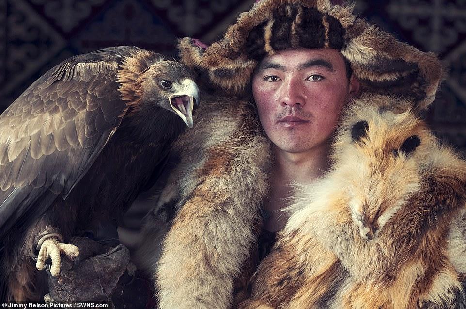 Ảnh ấn tượng về các bộ lạc sắp vĩnh viễn biến mất trên thế giới - 1