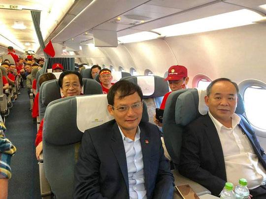 Ông Nguyễn Lân Trung nói gì về việc sang Malaysia cổ vũ và quấn Quốc kỳ ngang hông? - 1