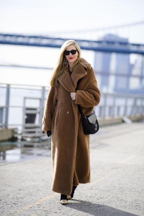 """Áo khoác đắt """"cắt cổ"""" mà chị em mặc như đồng phục mùa đông - 1"""