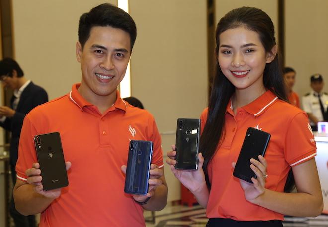 Cấu hình chi tiết và giá bán của 4 mẫu điện thoại Vsmart - 1