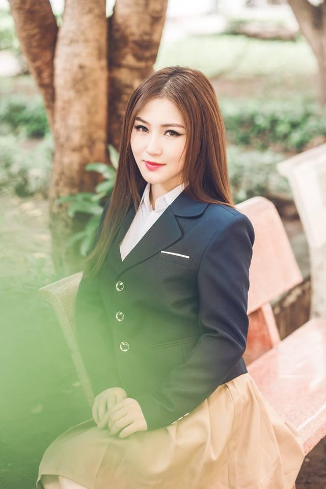 """""""Em gái mưa"""" bất ngờ đạt view khủng, giúp Hương Tràm vượt Sơn Tùng - 1"""