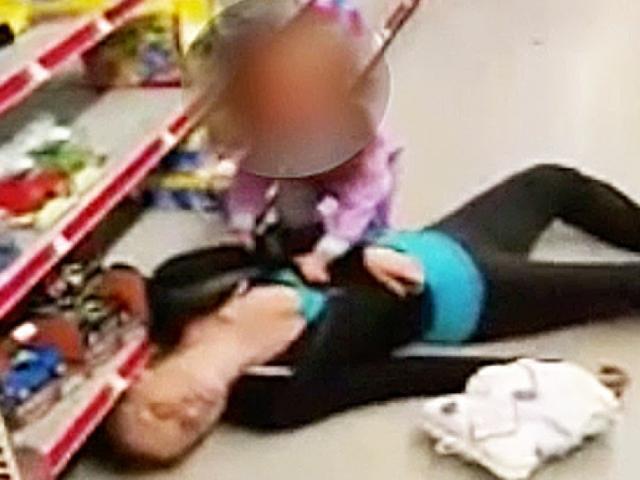 Ám ảnh mẹ sốc ma tuý giữa siêu thị mặc con 2 tuổi hoảng hốt bên cạnh