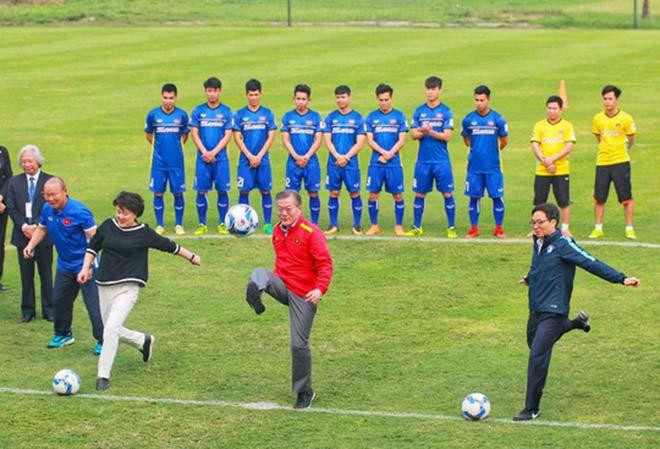 """Tổng thống HQ viết """"tút"""" chúc mừng VN vô địch AFF Cup bằng tiếng Việt - 1"""