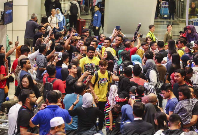 AFF Cup: Malaysia thua Việt Nam về nước, triệu fan làm điều không ngờ - 1