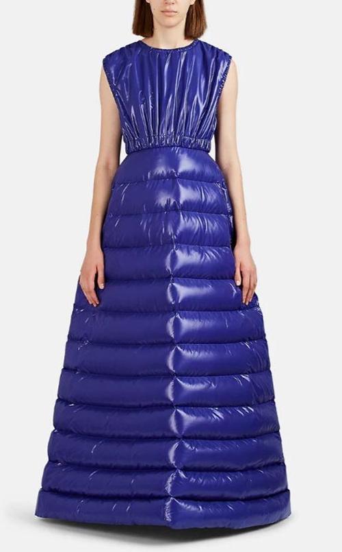 Choáng với váy dạ hội biến tấu từ áo phao, giá hơn 60 triệu - 1