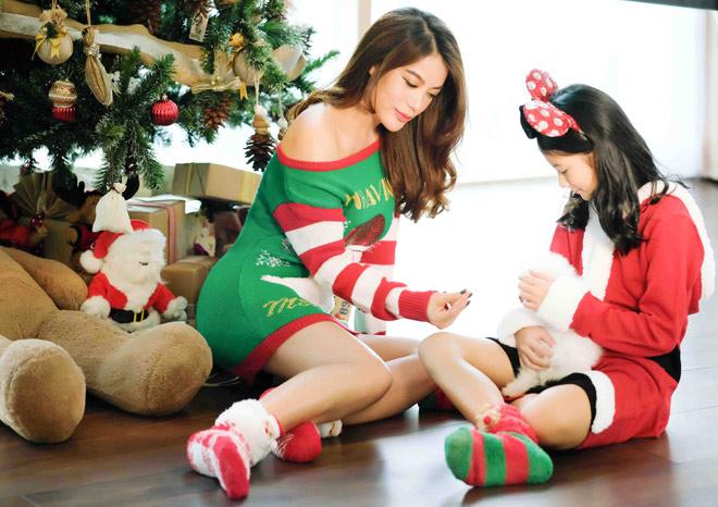 Con gái 10 tuổi của Trương Ngọc Ánh đọ chân dài với mẹ - 1