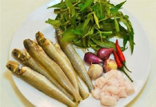 Cá bống đục kho rau răm đậm đà trôi cơm - 1