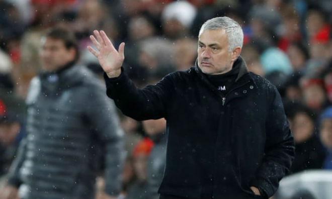 Chấn động: HLV Mourinho bị MU sa thải, rộ tin Carrick tạm quyền - 1