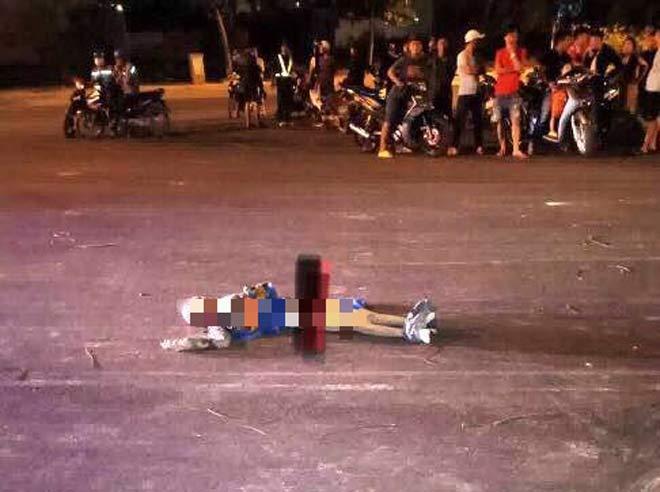 Tá hỏa 1 thanh niên mang xác người chết trong ngôi nhà hoang ra đường - 1